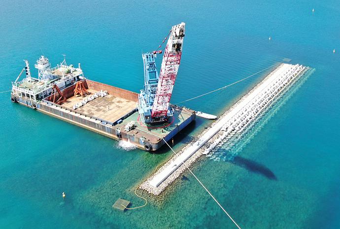 作業船と海上工事